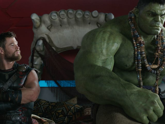 The First Reactions to Thor: Ragnarok Live Up to Your Hulk-Sized Expectations