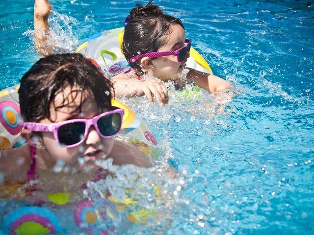 Socorristas alemanes culpan a la adicción al móvil del inusitado aumento de niños ahogados en piscinas