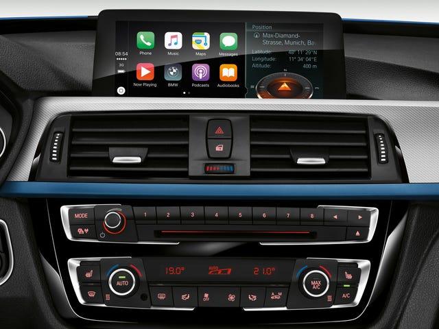BMW, Apple CarPlay에 액세스하려면 연간 요금을 지불하길 원합니다.
