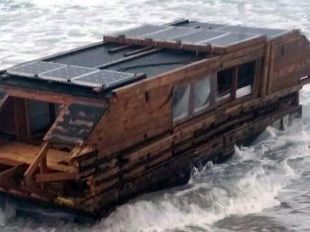 Houseboat Hạnh phúc cho 'Thanh thiếu niên Vô gia cư' rửa sạch trống ở phía bên kia của Đại Tây Dương