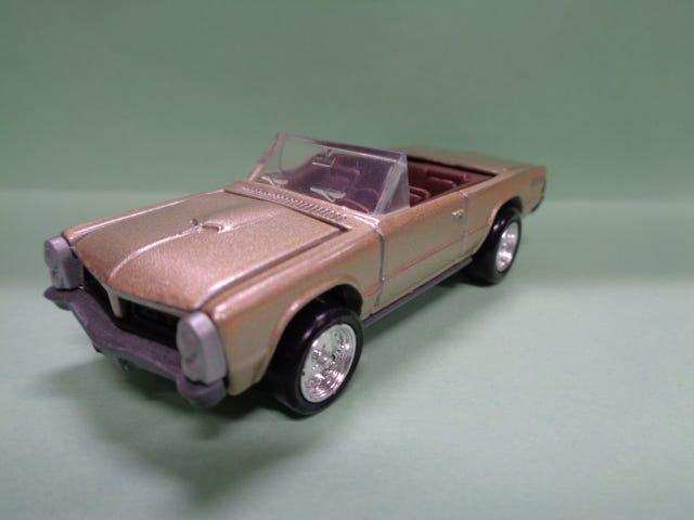 CONVERTIBLE 1965 PONTIAC GTO BY JOHNNY LIGHTNING