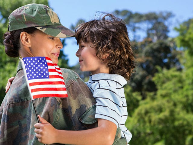 Hæren tilpasser sin fysiske test for at rekruttere flere kvinder