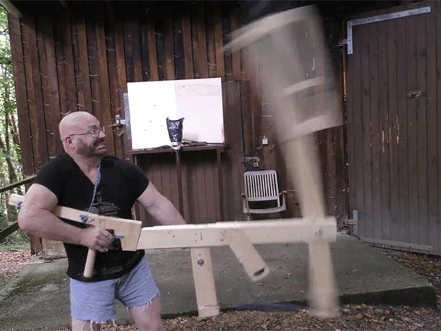 Memecat Ini Melihat Blade-Launching Handheld Catapult Tampak Lebih Mengerikan Daripada Ditabrak