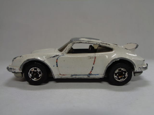 PLAYWORN P-911 BY HOT WHEELS