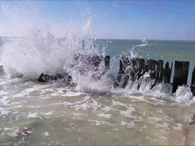 Life Sucks? Stressed Out? Take a Moment to Relax with 30 Minutes of Ocean Waves