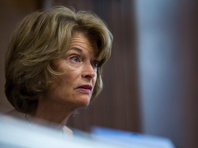 La senadora Lisa Murkowski es, según se informa, Iffy sobre cómo la acusación de manejo de Mitch McConnell