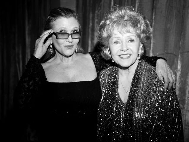 """<a href=https://tv.avclub.com/the-bright-lights-of-carrie-fisher-and-debbie-reynolds-1798255942&xid=17259,15700023,15700186,15700190,15700248,15700253 data-id="""""""" onclick=""""window.ga('send', 'event', 'Permalink page click', 'Permalink page click - post header', 'standard');"""">Las <i>Bright Lights</i> de Carrie Fisher y Debbie Reynolds brillan en un nuevo documento de HBO</a>"""
