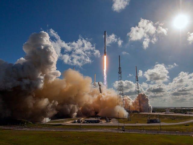 Tonton Peluncur Rocket SpaceX Ganda Satelit dan Tanah di Kapal Drone