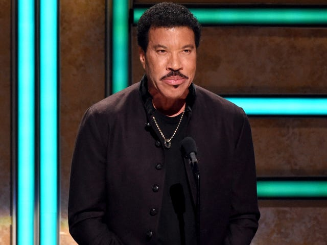 Looks Like Lionel Richie's American Idol Catchphrase Is 'Here Comes Da Judge'