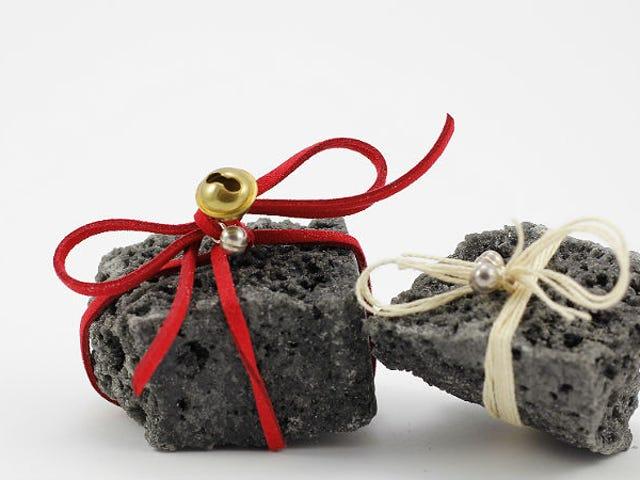 Mujer en Siberia pierde peso, obtiene 1.5 toneladas métricas de carbón como recompensa, está encantada