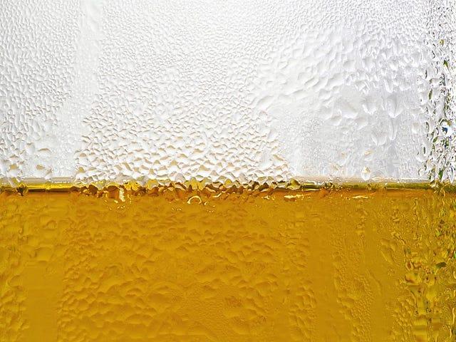 这个男人已经喝了好几年酒,没有喝一滴酒。他的身体酿造啤酒