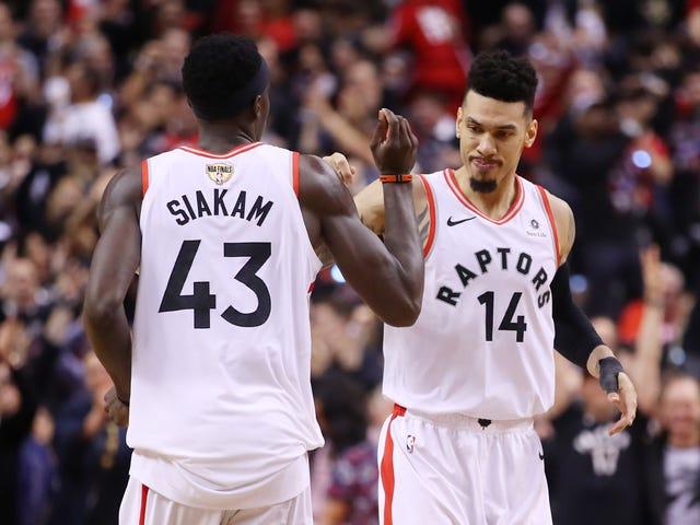 Raptors torjua jokainen soturi Push to Grab Mukava peli 1 Victory