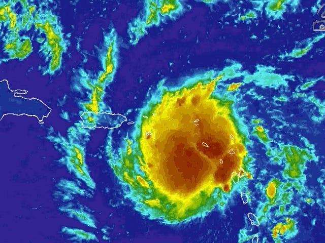 Puerto Rico hạ cánh xuống hầm khi cơn bão nhiệt đới Dorian gần kề