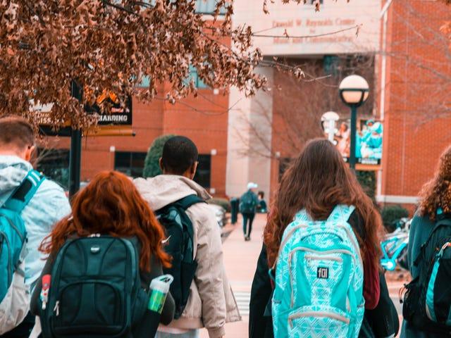 Sådan hjælper du dine teenagere Vælg den rigtige kollegium for dem