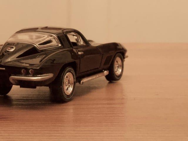 Auto World Die-cast 1967 Chevrolet Corvette (glanzend zwart)