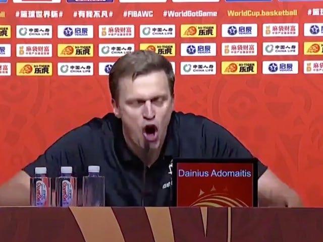 เจ้าหน้าที่ FIBA ไม่ได้รับสายที่แย่มากพวกเขาโดนไล่ออกจากการแข่งขันฟุตบอลโลกและเป็นแรงบันดาลใจให้กับโค้ชล่มสลาย