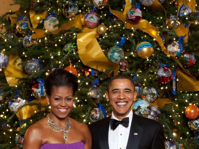 Dan Sekarang, Untuk Sesuatu yang Sepenuhnya Berbeza - Merry Christmas AND Happy Holidays dari Ibu-dan Dad-In-Chief!