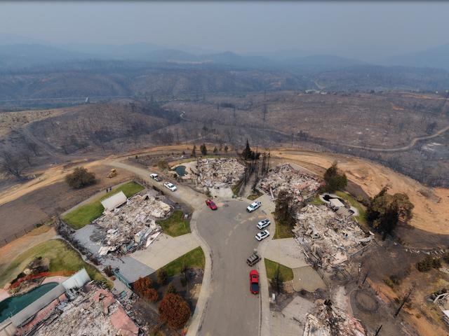 Kunnen we ons veroorloven om te blijven herbouwen in de rij van bosbranden?