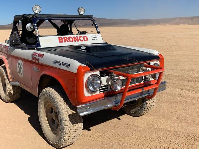 C'est ce qu'est la conduite dans le Ford Bronco primé au Baja 1969