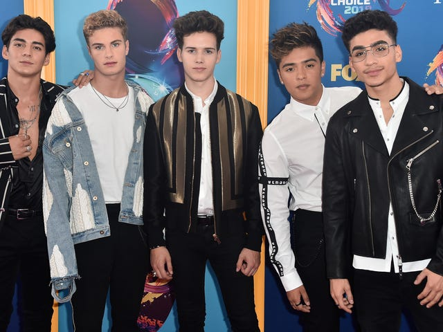 Looks Were All Over the Place at the Too Trendy 2018 Teen Choice Awards