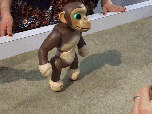 Zoomer Робот шимпанзе стоїть і баланси на дві ноги краще, ніж малюк може
