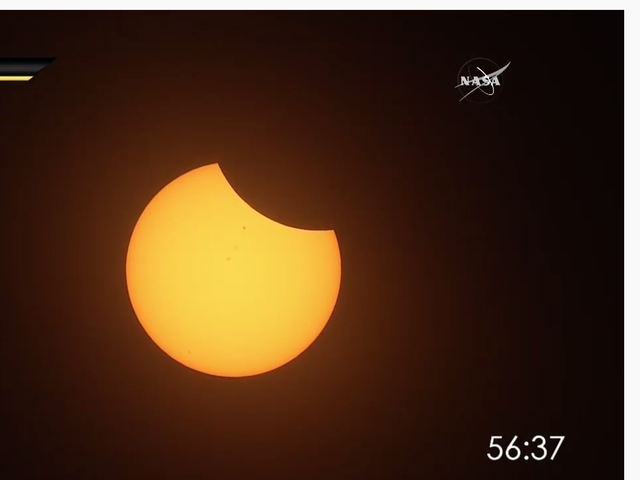 Des dizaines de milliers de personnes regardent l'éclipse sur Twitch et Freaking Out