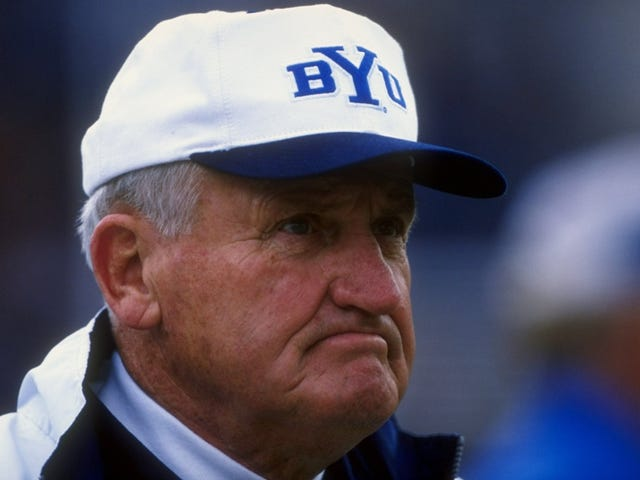 L'ex allenatore BYU LaVell Edwards Is Dead At 86
