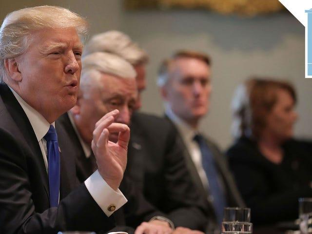 Trump không biết Đạo luật 'Làm sạch Sớm' có ý nghĩa gì nhưng anh ấy nghĩ nó nghe tuyệt vời