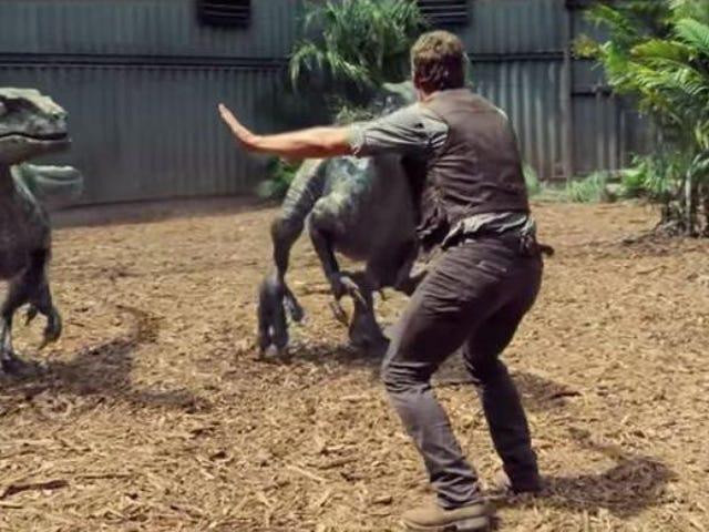 Chris Pratt odtwarza tego memu raptora z Jurassic World podczas wizyty w szpitalu