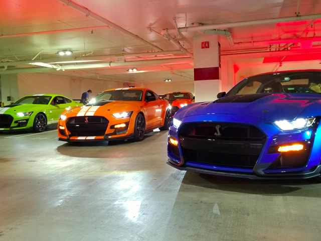 Ford Stuffed 20,000 HP Worth Of Ford Mustangs Ke Echoey LA Parking Garage And The Sound Was Unbelievable