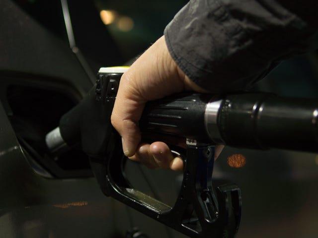 Не використовуйте дебетову картку на газовому насосі