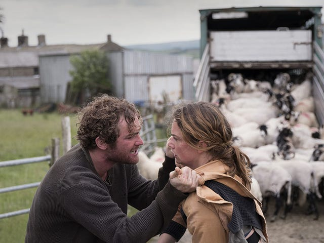 """<a href=https://film.avclub.com/dark-river-elevates-generic-drama-through-the-sheer-for-1827130653&xid=17259,15700022,15700186,15700191,15700256,15700259 data-id="""""""" onclick=""""window.ga('send', 'event', 'Permalink page click', 'Permalink page click - post header', 'standard');""""><i>Dark River</i>はその信念の純粋な力を通してジェネリックドラマを高めます</a>"""