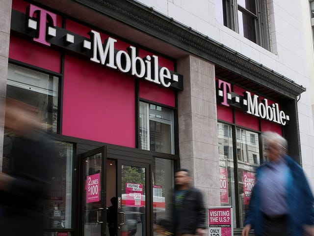 T-Mobile Customers: If You Got a Confusing Text About Phone Hijacking Scams, You're Not Alone