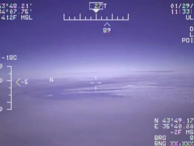 Un avión de combate ruso acaba de llegar gritando a cinco pies de un avión espía de la marina estadounidense