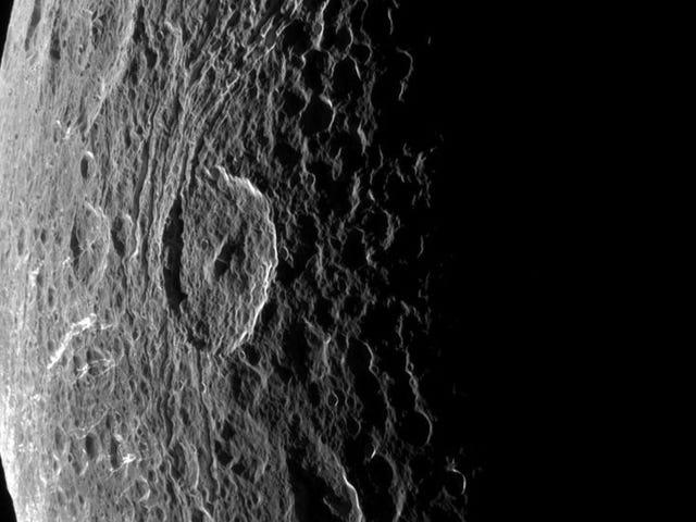 Ang mga impresyon ay nagmula sa isang lahi ng Saturno isang solong 500 km