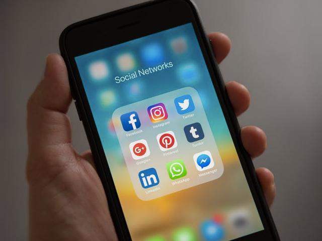 Voeg een app-map toe aan de dock van uw iPhone-apps