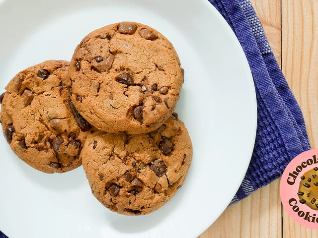"""<a href=""""https://thetakeout.com/what-is-your-ideal-chocolate-chip-cookie-1829532373"""" data-id="""""""" onClick=""""window.ga('send', 'event', 'Permalink page click', 'Permalink page click - post header', 'standard');"""">Describe your ideal chocolate chip cookie in graphic detail<em></em></a>"""
