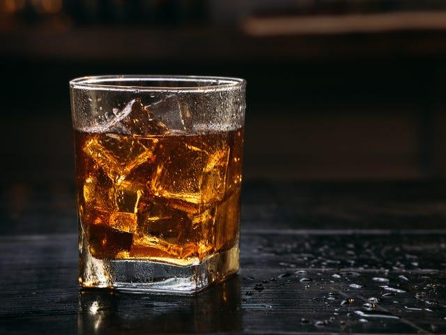 """""""Smoky Cokey""""-cocktail maistuu tarkalleen miltä se kuulostaa, ja se on hyvä asia"""