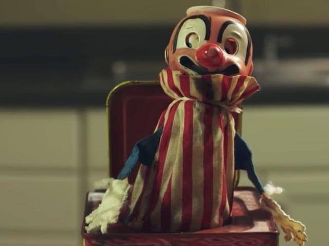 Horror Short Slash in the Box oferuje przypomnienie, aby obawiać się wszystkie przerażające zabawki