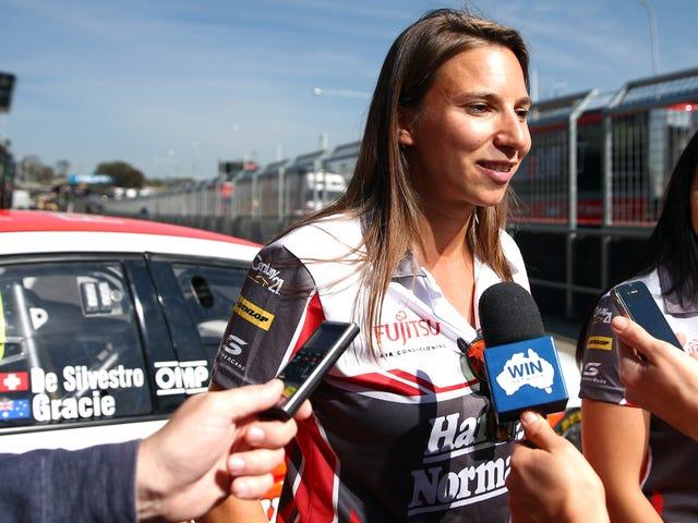 Η Σιμόνα Ντε Σιλμπέστρο Γύρισε πρώτη γυναίκα στην κούρσα σε Αυστραλιανά Supercars