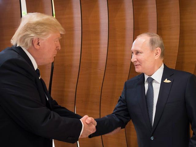 Sa Mukha ng di-mapagtaksilan Katibayan, Trump Backpedals sa Russia at blames ang Black Guy