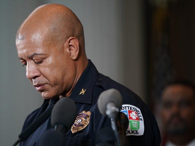 Charlottesville, Virginia, el jefe de policía anuncia la jubilación efectiva inmediatamente