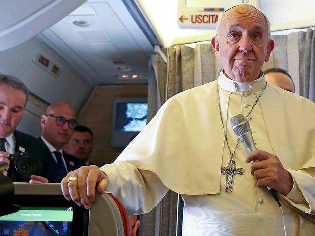 Pave Francis advarer om, at vi er et skridt væk fra en atomkrig