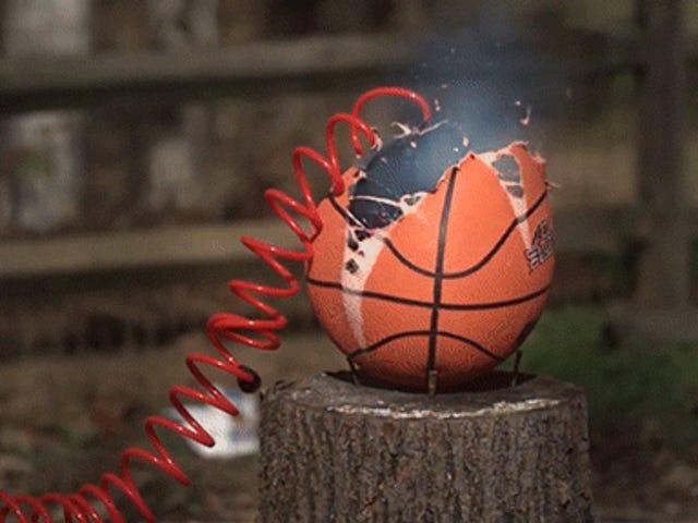 Що відбувається, коли ви перекачуєте занадто багато повітря в баскетбол