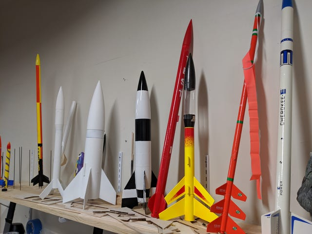 Jeg gætter lidt på raketter ...