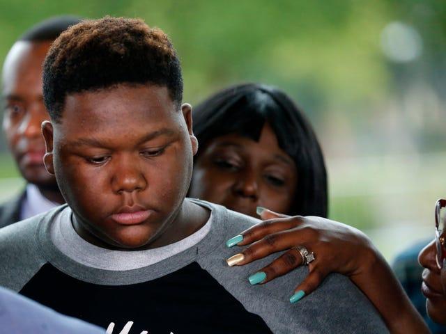 Alton Sterling s 18-åriga son anklagad för att rappa 8-årig pojke: Rapport