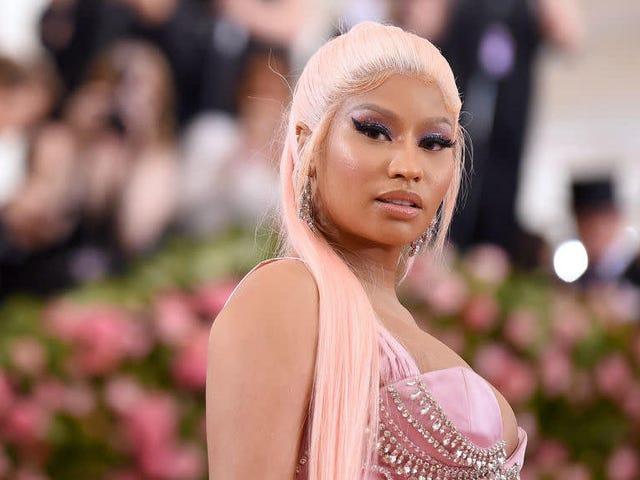 """Nicki Minaj sa che il suo Tweet per la """"pensione"""" era fuori dal nulla"""