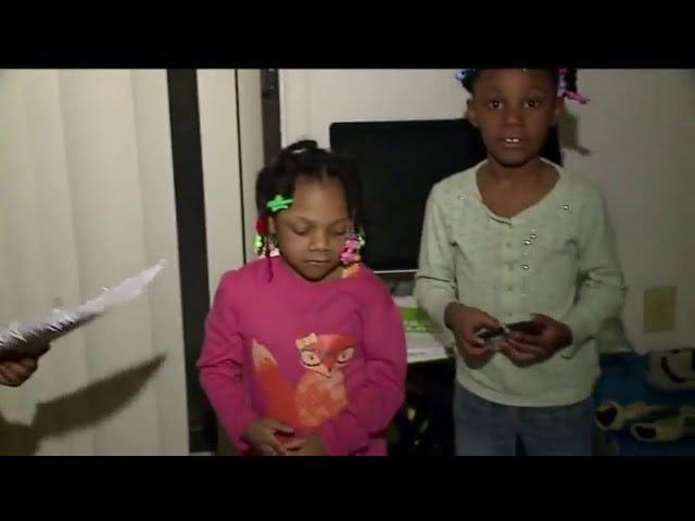 लड़की स्काउट ने कुकीज़, सामुदायिक रैलियों को बेचने के रास्ते में मदद करने के लिए गोली मार दी