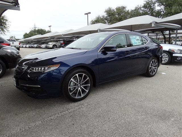 "The Acura TLX should only come in their ""pearl blue"""