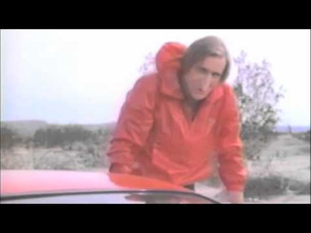 Nicolas Cage, sivri burunlu Never On Tuesday karakteri için çok garip bir sahne arkasında
